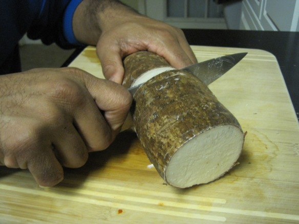 cutting yuca