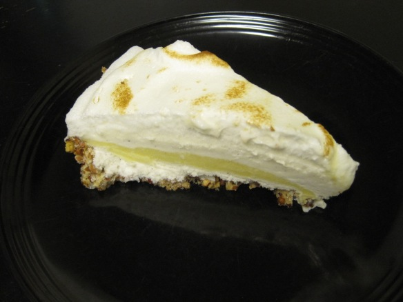 lemon meringue ice cream pie slice 1