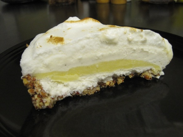 lemon meringue ice cream pie slice 2