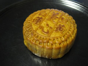 white lotus seed paste mooncake 1