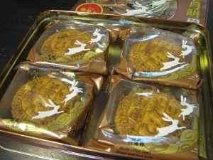 white lotus seed paste mooncakes
